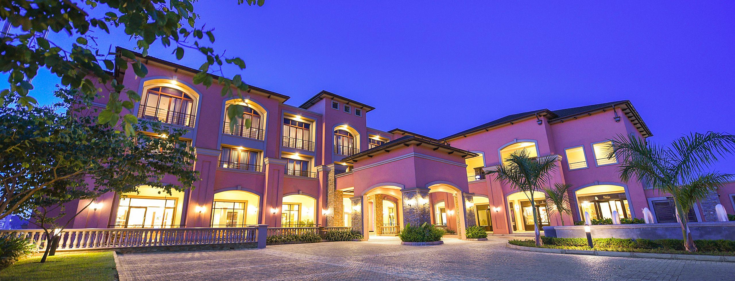 Homepage: Night shot of exterior