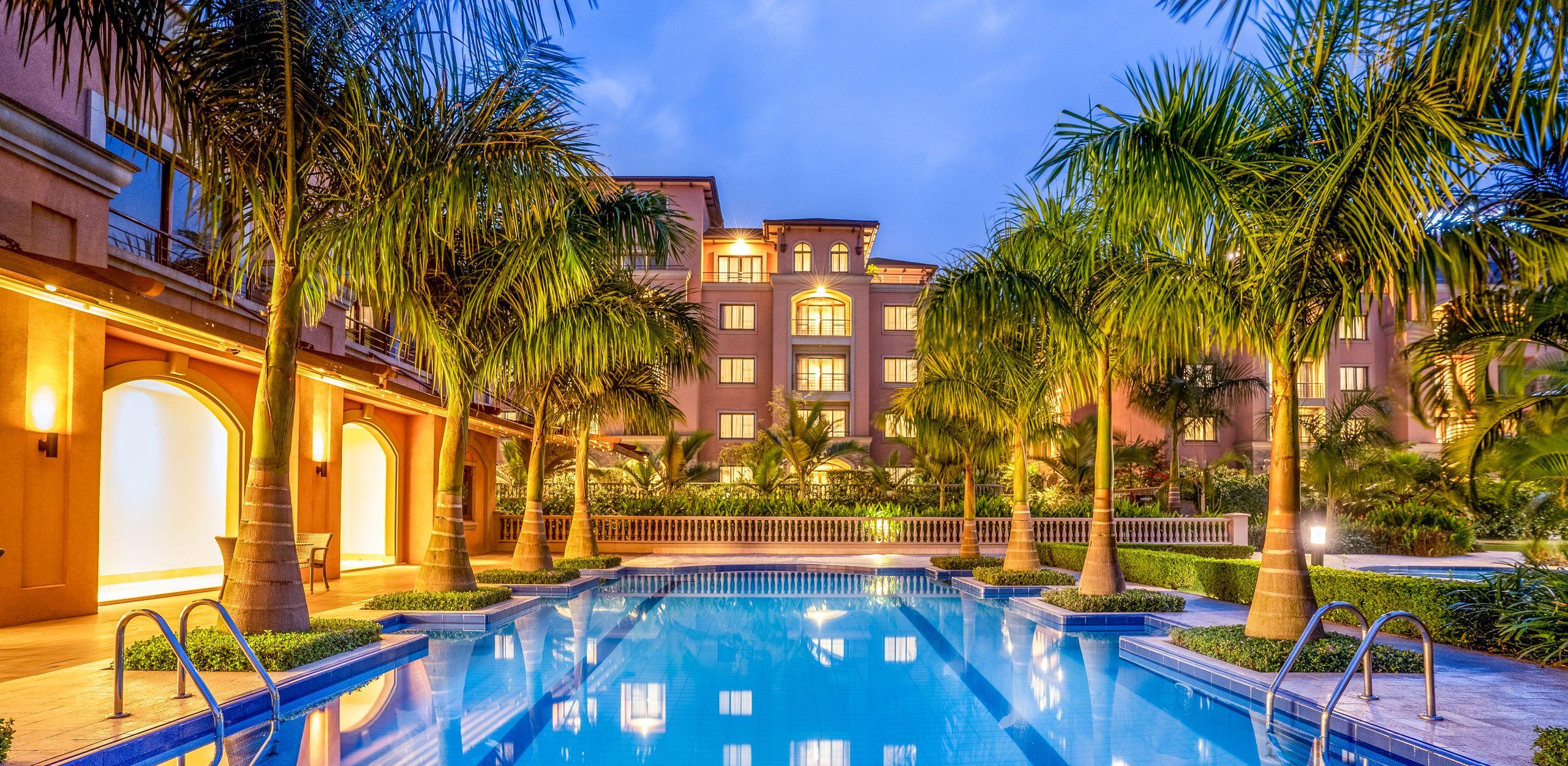 Homepage 1: Swimming pool at night
